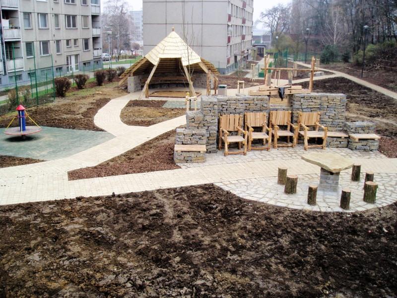 01_detske-hriste-u-bludneho-balvanu-prerov_stavebni-firma-simak